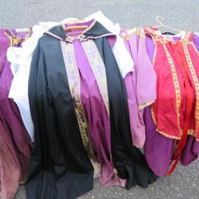 #23708 -  Lot de vêtements liturgiques