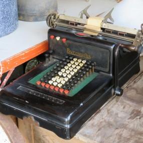 #23711 -  Ancienne calculatrice