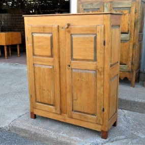 8 raised panels cupboard, bahut, armoire