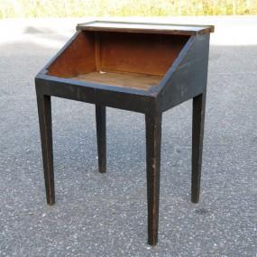 #23733 - 185$ très vieux pupitre assemblé à chevilles de bois