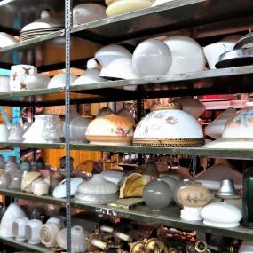 Plusieurs globes de lustre, lampe et plafonnier