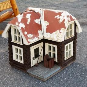 #23914 -  Petite maison fait à la main