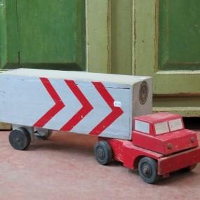 Ancien jouet, camion en bois