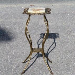 #24093 - 145$ Petite table d'appoint, laiton et marbre
