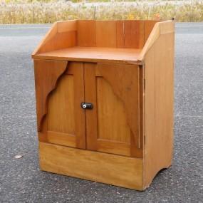 #24190 - 135$ Petit meuble bahut, bureau secrétaire