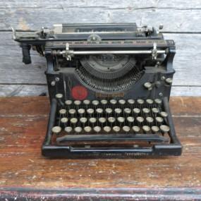 #24377 - 85$ Machine à écrire, dactylo