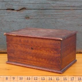 Vente d 39 objets et meubles antiques commodes tables for Faux fini antique meuble