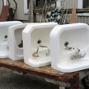 Lavabos, éviers en fonte et porcelaine