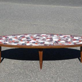 table vintage avec céramique