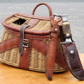 #28274 - 45$ et 25$ ch. Fishing basket and knifes
