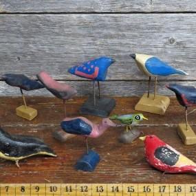 #24771 -  Lot de petits oiseaux sculptés, art populaire