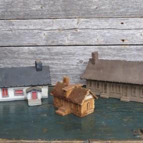 #24726 - 45$ à 85$ Petites maisons sculptés