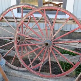 #26585 - 100$ ch. Anciennes roues de voiture à cheval