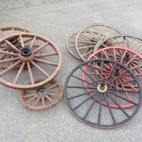 #26550 -  Lot de roues à voiture à chevaux