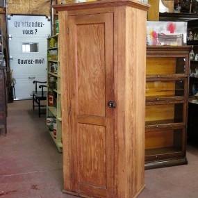 #24930 - 225$ Cedar cupboard