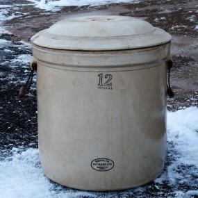 #24980 - 75$ Jarre en grès, tinette 12 gallons