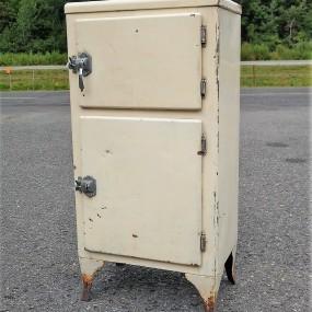 Ancien frigidaire, réfrigérateur