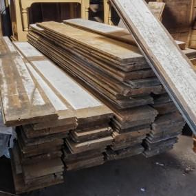 Ancien plancher de madriers en bois de pin