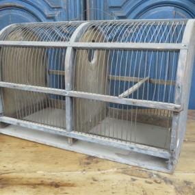 Ancienne cage en bois