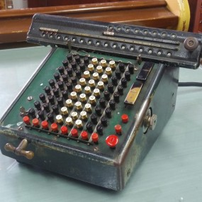 Ancienne machine calculatrice