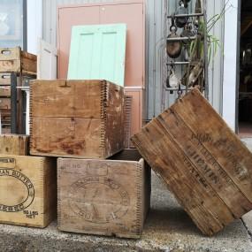 Anciennes caisses, boîtes de bois