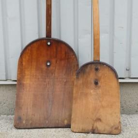 Anciennes pelles en bois