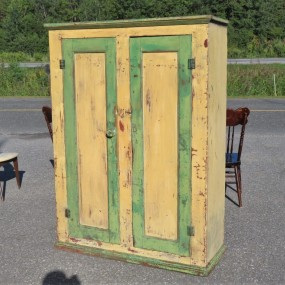 Armoire en pin, couleur d'origine secondaire