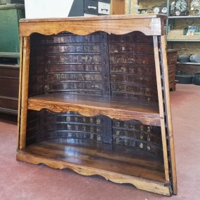 Canot armoire, bibliothèque