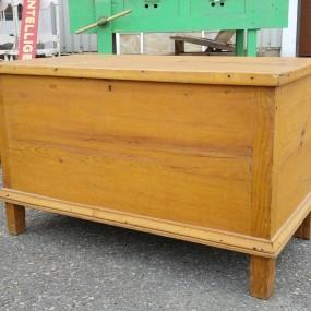 Quebec pine blanket box