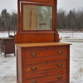 Chest of drawers ***
