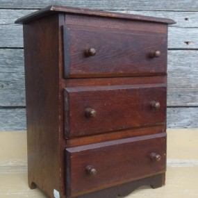 Miniature chest of drawers, rond nails