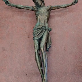 Corpus du Christ finement sculpté en bois, crucifix