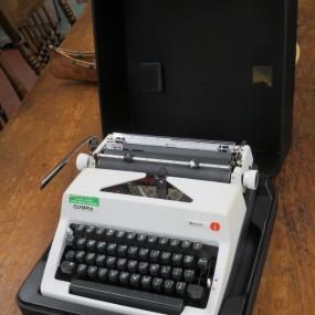 Dactylo, machine à écrire
