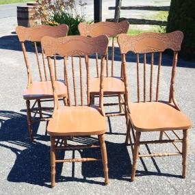 Ensemble de 4 chaises à dossiers pressés ''pressback''
