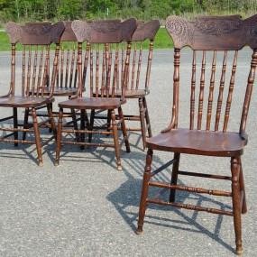 Ensemble de 5 chaises à dossiers pressés ''pressback''