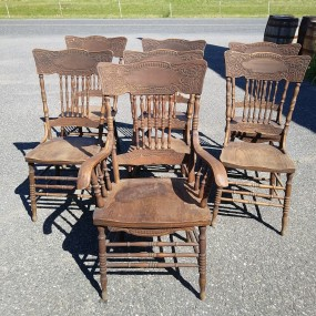 Ensemble de 7 chaises à dossiers pressés ''pressback''