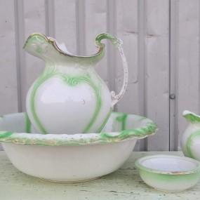 Ensemble de pots de chambre, pichets et bol