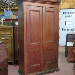 Grande armoire en pin, panneaux creux