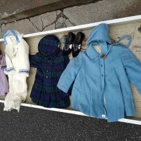 Linges, vêtements d'enfants, habits, manteaux et autres