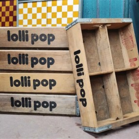 Lot de caisses, boîtes Lolli pop