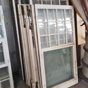 Lot de châssis, fenêtres provenant d'un manoir