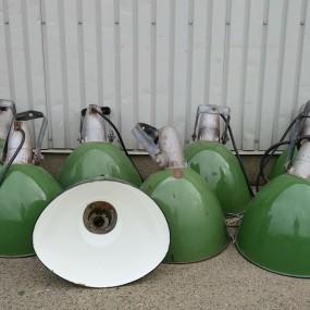 Lot de lampes industrielles, lampadaires, abat-jours, luminaires  (reste 4 abat-jours)