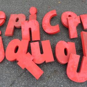 Lot de lettres en aluminium (certaines ont été vendues)