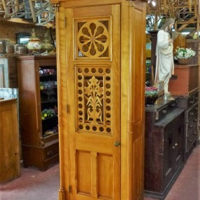 Magnifique armoire, ancien confessionnal ayant été rétréci