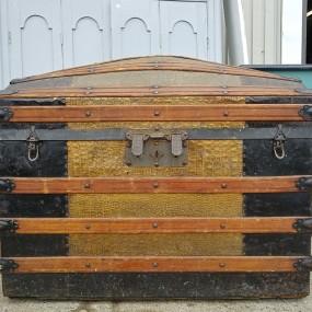 Malle de voyage, valise bombée, coffre
