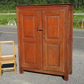 Petite armoire d'esprit Louis XIII, fin 18e siècle
