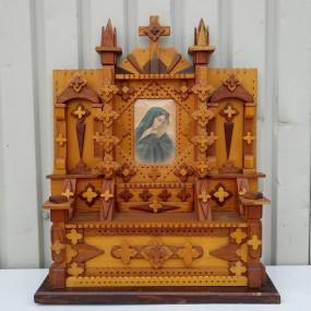Pièce d'art populaire, autel d'église miniature