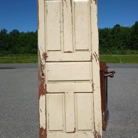 Porte de maison, caissons soulevés, telle que trouvée