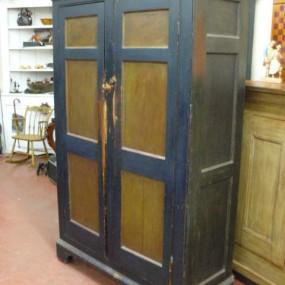 Superbe armoire antique 12 panneaux creux, couleur polychrome