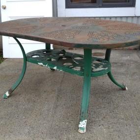 Table de patio en métal